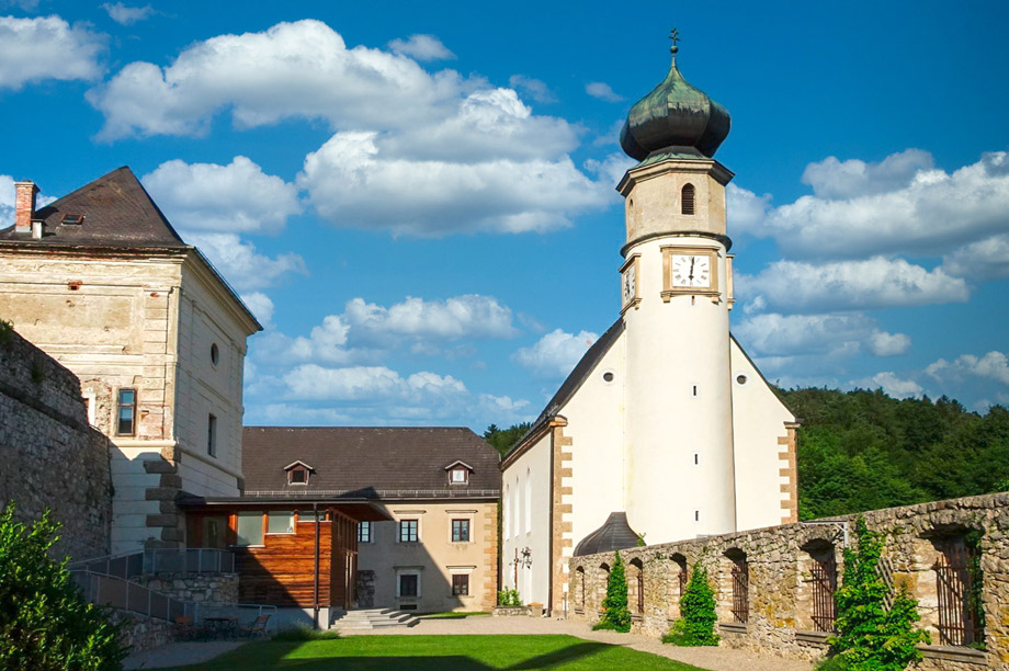 Burg-Neuhaus01_920x612