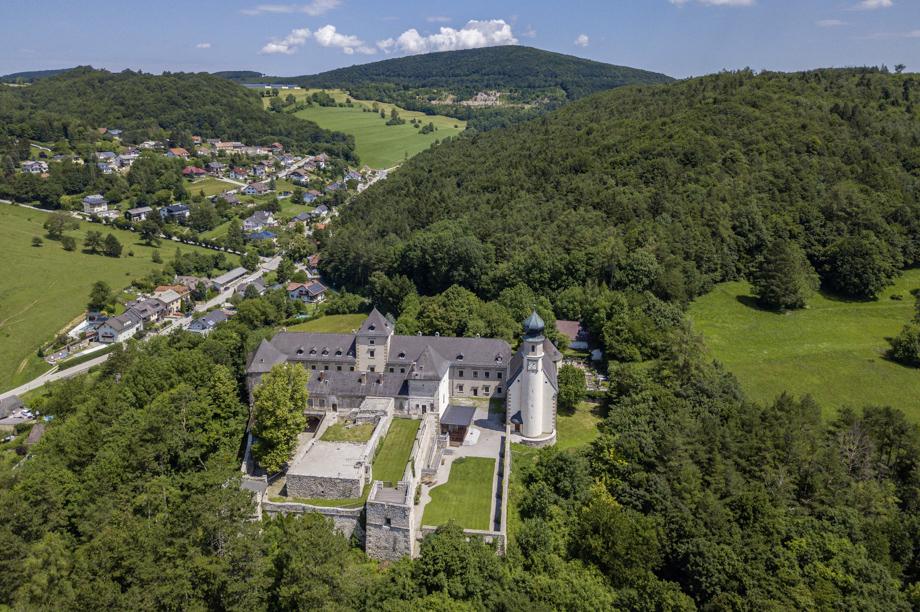Burg Neuhaus_002_20200627-20200627-DJI_0020_CR01